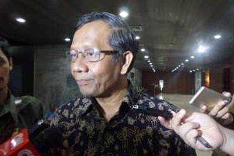 Mantan Ketua Mahkamah Konstitusi (MK) Mahfud MD di Kompleks Parlemen, Senayan, Jakarta, Rabu (18/1/2017).