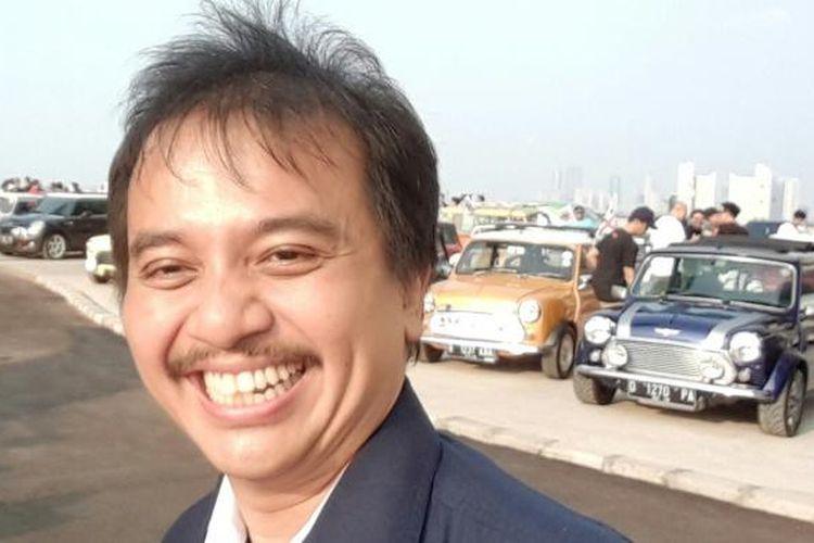 Politisi Partai Demokrat Roy Suryo di sebuah acara kumpul penggemar mobil klasik di Jakarta.