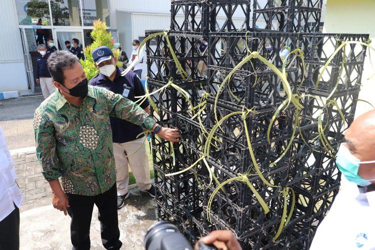 Peninjauan alat tangkap ramah lingkungan oleh Menteri Kelautan dan Perikanan Sakti Wahyu Trenggono di BBPI Semarang, Jawa Tengah.