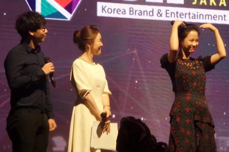 Song Ji Hyo (kanan) dalam acara Korea Brand & Entertainment Expo (KBEE) 2017 di Hotel Sheraton, Jakarta Selatan, Senin (4/9/2017).