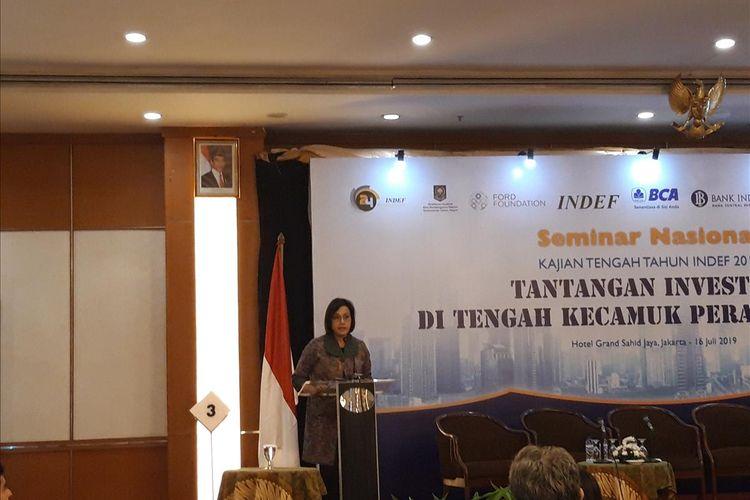 Menteri Keuangan Sri Mulyani Indrawati saat memberikan paparan dalam Seminar Nasional Tengah Tahun INDEF di Jakarta, Selasa (16/7/2019).