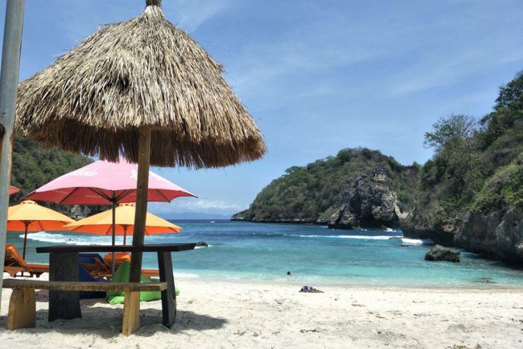 Atuh Beach, salah satu destinasi wisata di Pulau Nusa Penida, Bali bagian timur.