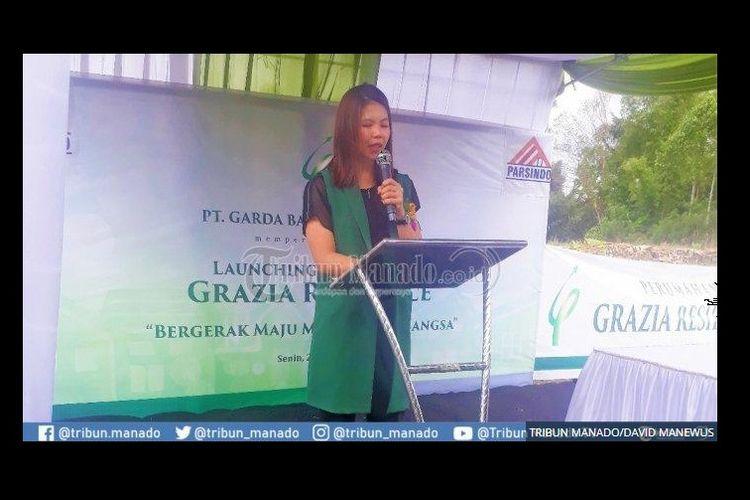 Greysia Polii, pebulutangkis nasional yang juga menjabat komisaris PT Garda Bangun Sejahtera, saat memberikan sambutan peluncuran perumahan Grazia residence di Tomohon, Senin (24/6/2019).