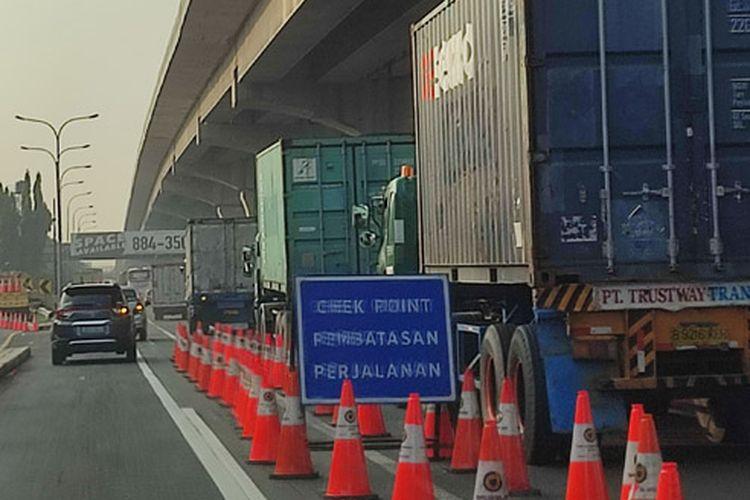 Penyekatan PPKM Darurat di Km 31 Tol Jakarta-Cikampek