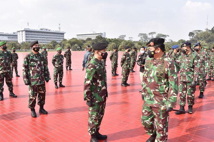 Panglima TNI Marsekal Hadi Tjahjanto menerima laporan kenaikan pangkat 53 Pati TNI di Mabes TNI, Jakarta, Selasa (11/5/2021).