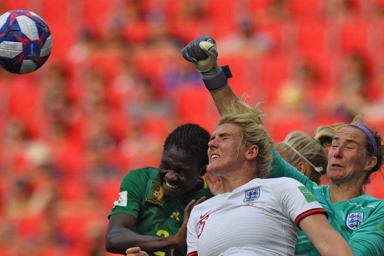 Pertandingan sepak bola putri antara Timnas Inggris vs Kamerun dalam lanjutan Piala Dunia Wanita 2019 di Valenciennes, 23 Juni 2019.