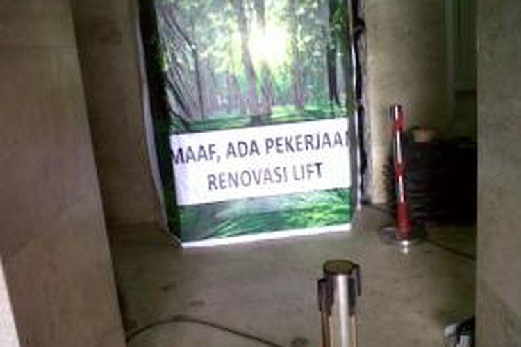 Penggantian Lift di Monas. Foto diambil beberapa waktu lalu