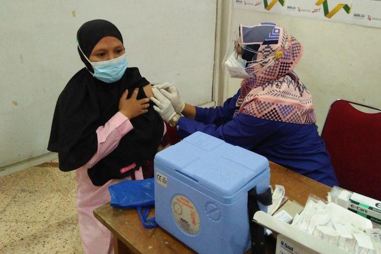 Vaksinasi yang digelar Kompas Gramedia Grup bersama Kalbe untuk ibu hamil di Gresik, Selasa (7/9/2021).