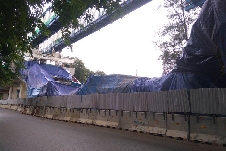 Kondisi box girder LRT yang roboh di Kayu Putih, Jakarta Timur, Senin (22/1/2018)