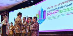 Berkat Danny Pomanto, Plh Wali Kota Makassar Terima PPD 2019 dari Presiden