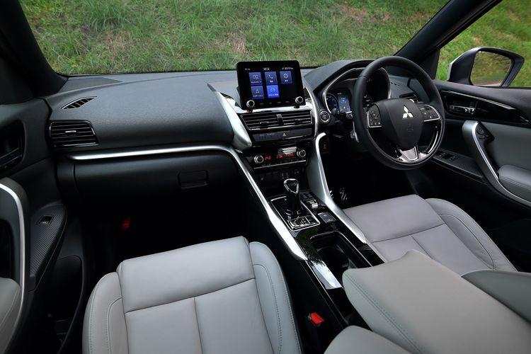 Desain interior Mitsubishi Eclipse Cross terbaru.