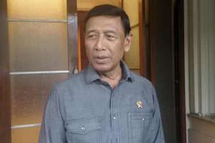 Menteri Koordinator bidang Politik, Hukum dan Keamanan Wiranto saat ditemui di kantor Kemenko Polhukam, Jumat (21/10/2016).