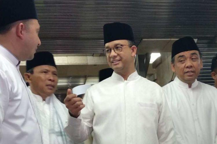 Gubernur DKI Jakarta Anies Baswedan usai mengikuti tarawih akbar di Masjid Istiqlal, Sabtu (26/5/2018).
