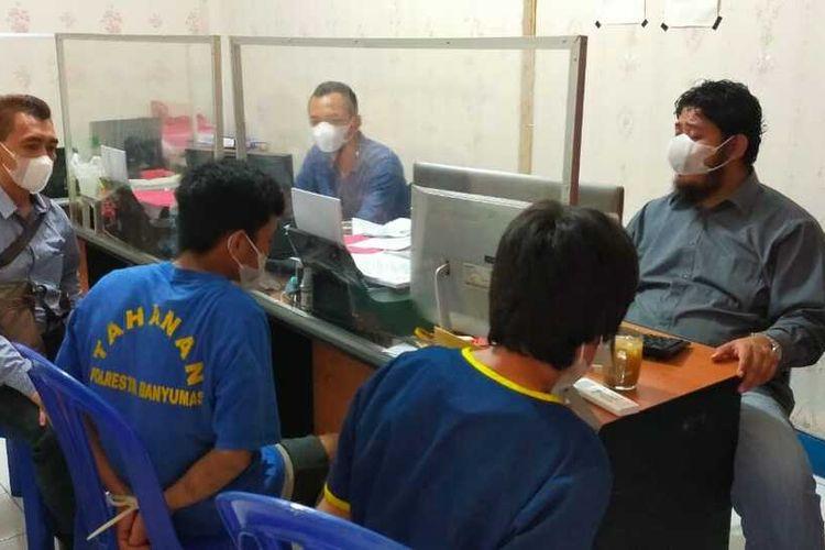 Pelaku WTM (46) dan SA (18) diamanakan di Satreskrim Polresta Banyumas, Jawa Tengah.