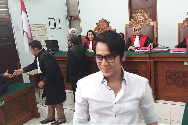Artis peran Kriss Hatta saat ditemui di Pengadilan Negeri Jakarta Selatan, Ampera, Jakarta Selatan, Selasa (10/12/2019).