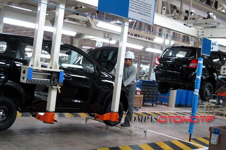 Produksi Datsun Go  Panca di pabrik Nissan Purwakarta. Datsun akan sangat agresif di Indonesia.