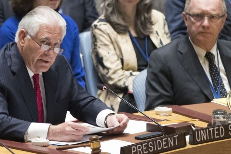 Menteri Luar Negeri AS, Rex Tillerson, dalam pertemuan tingkat menteri DK PBB yang membahas situasi di Korut, Jumat (28/4/2017), di Markas Besar PBB, New York, AS.