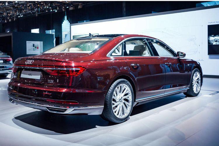Desain belakang Audi A8 terbaru, dengan nyalam lampu yang sangat menarik.