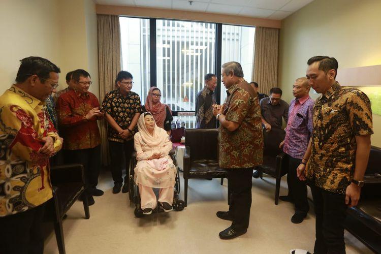 Sejumlah tokoh menjenguk Ibu Ani Yudhoyono, istri Presiden keenam RI Susilo Bambang Yudhoyono yang masih dirawat di National University Hospital (NUH) Singapura, Jumat (3/5/2019).