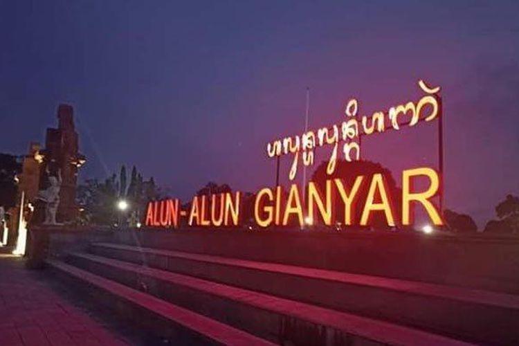 Aksara Bali pada tulisan Alun-alun Gianyar keliru.
