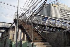 Kabel Listrik Diikat ke Pagar Jembatan Penyeberangan, Warga Ngeri Tersetrum