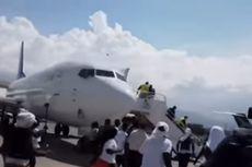 Rekaman Video Tunjukkan Migran Haiti Marah Lempar Sepatu ke Pesawat AS di Bandara Port-au-Prince