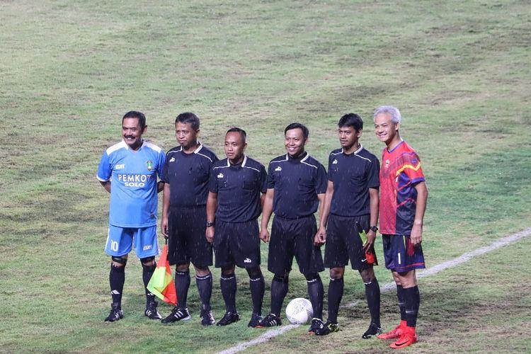 Gubernur Jateng, Ganjar Pranowo sebelum laga Persis Solo vs Persib Bandung.