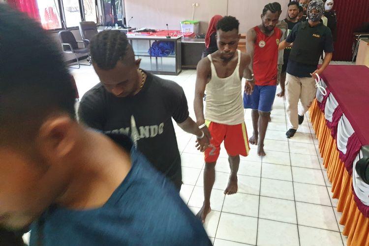 Para tersangka kerusuhan di Kota Jayapura pada 29 Agustus, yang kini ditahan di Mapolda Papua, Kota Jayapura, Sabtu (31/08/2019)