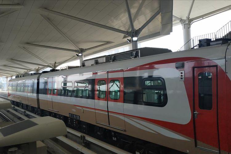 Satu rangkaian kereta LRT Jakarta terdiri dari dua gerbong.