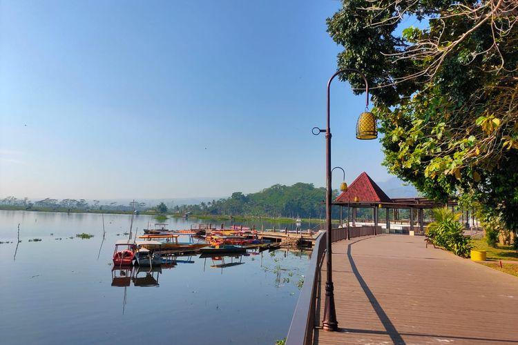 Perahu di Bukit Cinta Rawa Pening, Kabupaten Semarang, Jawa Tengah.