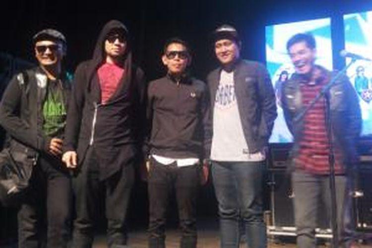 Nineball diabadikan dalam acara 4 On Stage, di Graha Bhakti Budaya, Taman Ismail Marzuki, Jakarta Pusat, Rabu (22/4/2015).