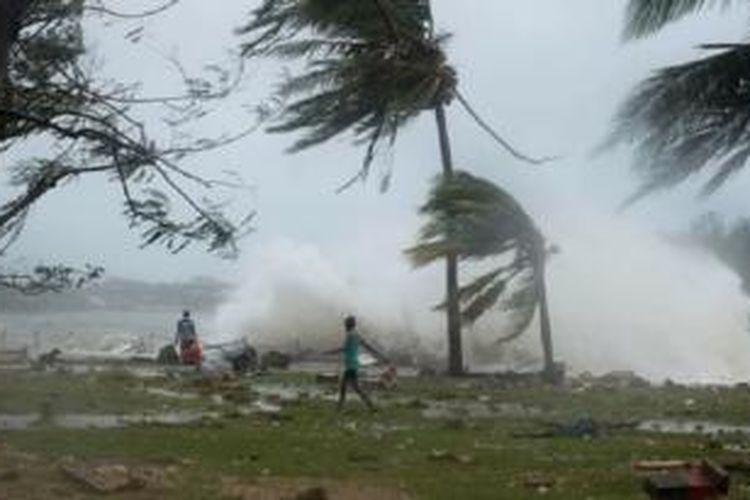 Topan Pam melanda wilayah Vanuatu di Port Villa, 14 Maret 2015