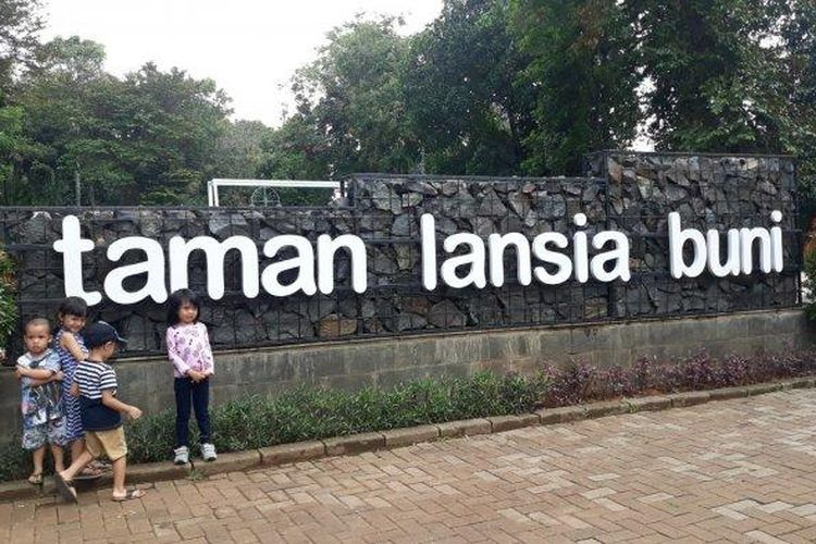 Taman Lansia Buni juga bisa dikunjungi semua umur