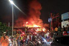 Ruko Semi Permanen di Samping Stasiun Ancol Terbakar