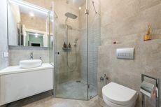 Cara Membersihkan Noda Kerak Air pada Kaca Shower Kamar Mandi