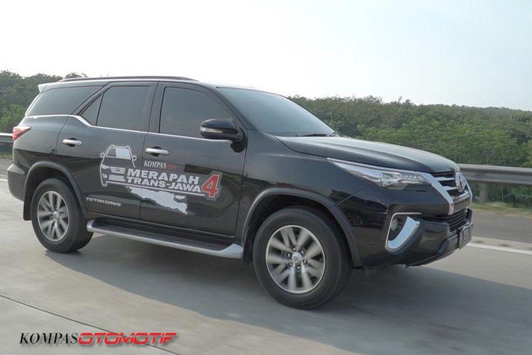 toyota Fortuner melintasi Tol Cipali dalam Merapah Trans Jawa 4.0 2019