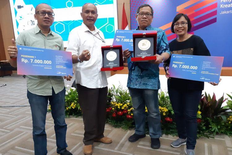 Harian Kompas dan Kompas.com meraih penghargaan dalam ajang Anugerah Jurnalis dan Media 2018 yang diadakan Kemenristekdikti (28/1/2019).