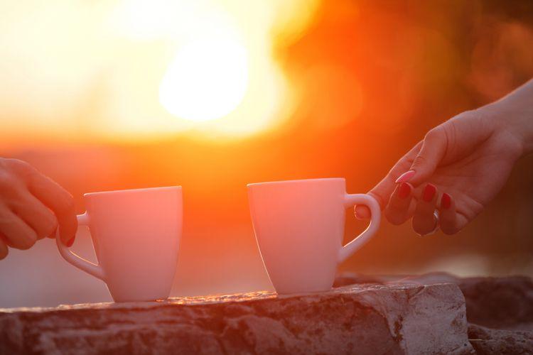 Ilustrasi pasangan minum teh