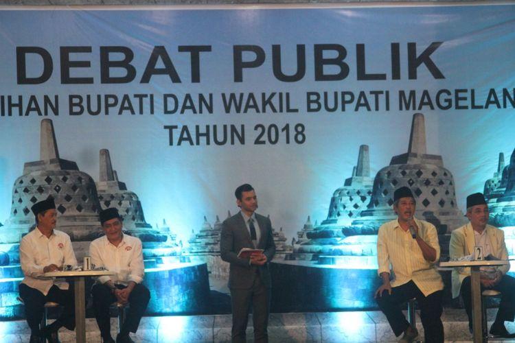 Dua pasangan calon (paslon) bupati dan wakil bupati Magelang, Zaenal Arifin-Edi Cahyana dan Muh Zaenal Arifin-Rohadi Pratoto, mengikuti debat terbuka putaran pertama yang diselenggarakan oleh KPU Kabupaten Magelang, Sabtu (28/4/2018) malam.