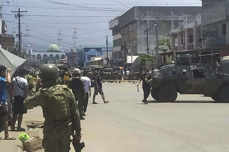 Foto handout yang disediakan oleh Palang Merah Filipina. Dua ledakan bom mengguncang Kota Jolo, Provinsi Sulu, Filipina pada Senin, (24/8/2020). Insiden tersebut menewaskan beberapa tentara dan melukai personel militer dan warga sipil lainnya.
