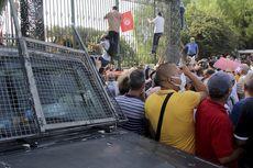 Kudeta Tunisia Terburuk dalam 10 Tahun, Massa Oposisi Bentrok dengan Pendukung Presiden