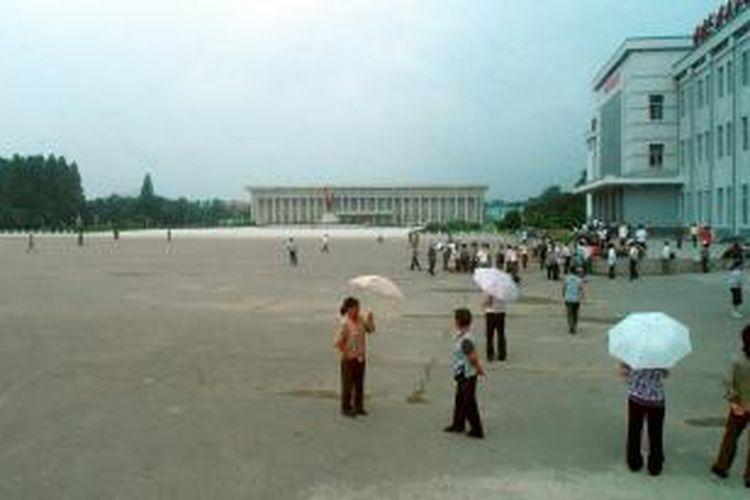 Pemerintah Korea Utara menggandeng investor China guna mengembangkan kawasan Sinuiju, di perbatasan.