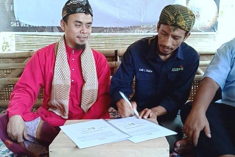 Penandatanganan MoU kebun jagung pelangi Cianjur, Jawa Barat, dengan sebuah lembaga pendidikan asal Selangor Malaysia, dalam rencana pengembangan jagung warna-warni di Malaysia.