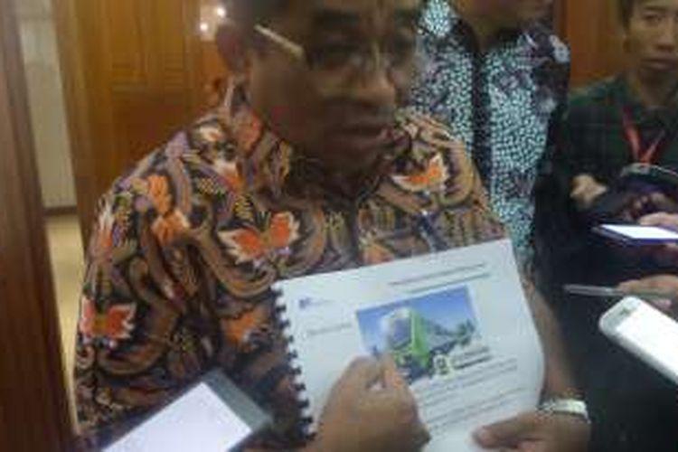 Menurut Plt Gubernur DKI Sumarsono, desain MRT sepintas terlihat seperti kepala jangkrik. Sumarsono meminta MRT tersebut didesain ulang, Senin (16/1/2017)