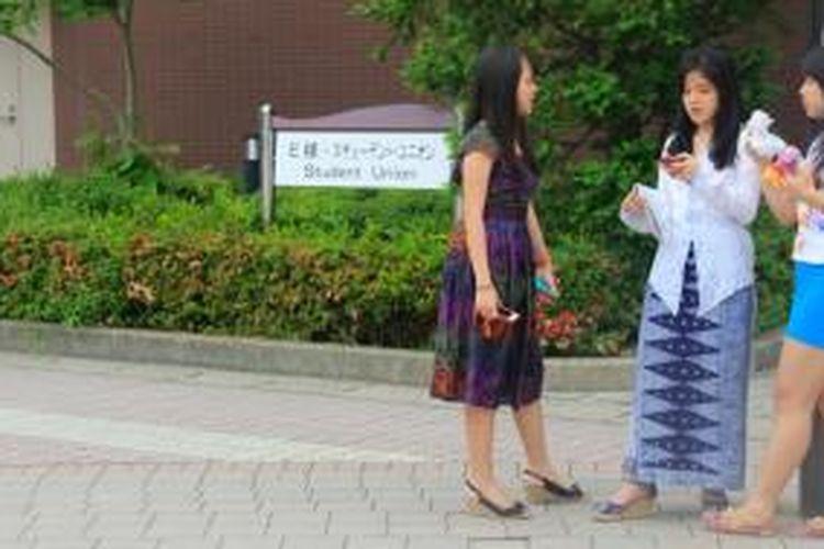 Ritsumeikan Asia Pacific University (APU), Beppu, Jepang, misalnya, masih menawarkan banyak kesempatan beasiswa kepada pelajar Indonesia untuk menjadi mahasiswa internasional di kampus tersebut.