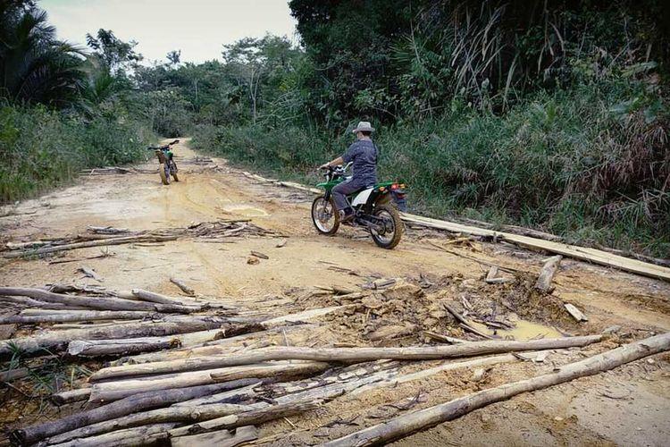 Infrastruktur kawasan perbatasan, di Dusun Sentebang, Desa Sekida, Kecamatan Jagoi Babang, Kabupaten Bengkayang, Kalimantan Barat belum tersentuh pembangunan. Kondisi itu mengakibatkan banyak anak-anak yang harusnya mengenyam pendidikan malah putus sekolah dan menjadi buruh bangunan, bekerja di kebun dan menikah muda.