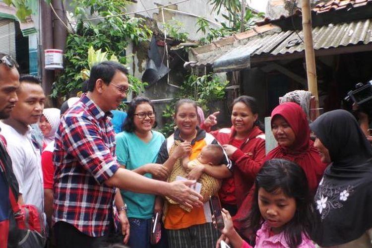 Calon gubernur DKI Jakarta Basuki Tjahaja Purnama saat blusukan di Ciracas, Jakarta Timur, Kamis (2/2/2017).