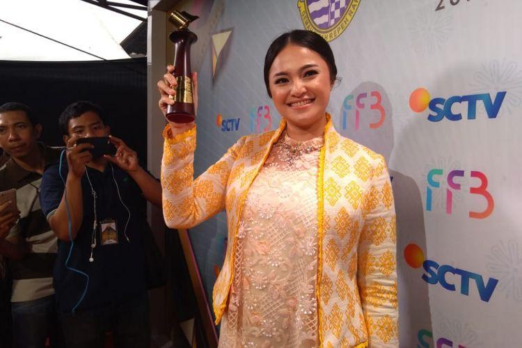 Artis peran Marshanda meraih pemeran wanita terpuji serial televisi dalam Festival Film Bandung (FFB) di Gedung Sate Bandung, Sabtu (24/11/2018).
