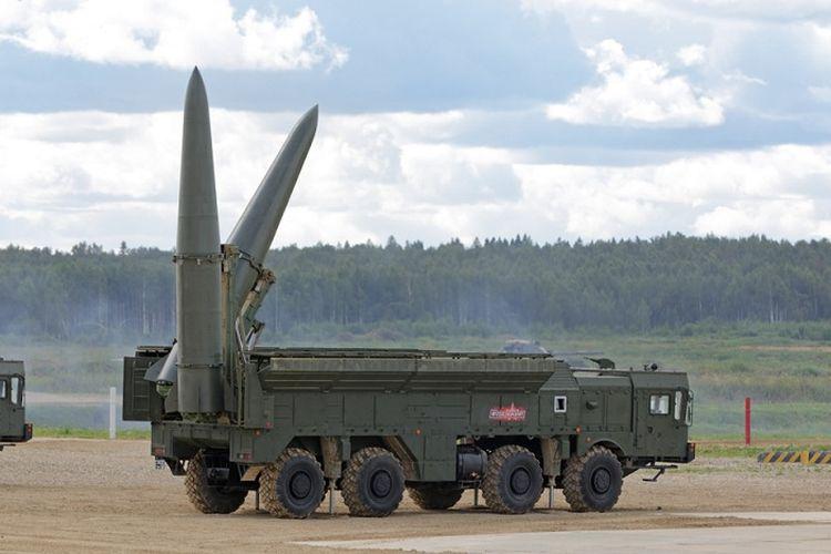 Sistem peluncur rudal Iskander buatan Rusia.