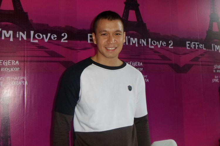 Artis peran Samuel Rizal dalam sesi wawancara usai jumpa pers Eiffel..Im In Love 2 di kantor Soraya Intercine Films, Menteng, Jakarta Pusat, Jumat (14/9/2017).